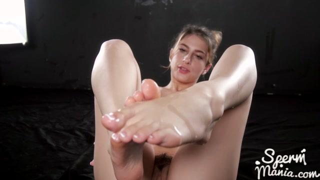 SpermMania_presents_Kristen_Scott_s_Cum_Covered_Footjob-179.mp4.00012.jpg