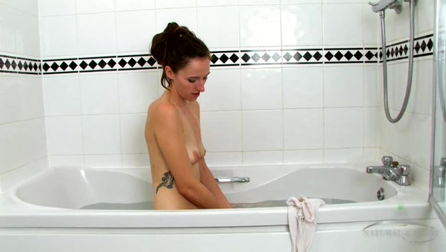 Ukraine_girl_Anya_bathroom_solo.wmv.00004.jpg