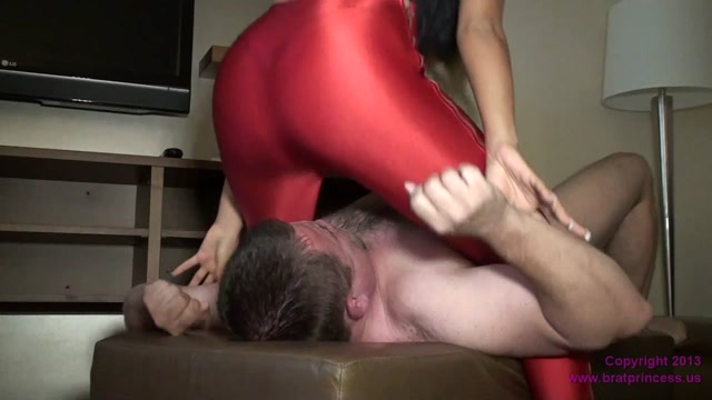 brat_princess_facesitting_presents_Amazing_Ass_FaD_.mp4.00014.jpg