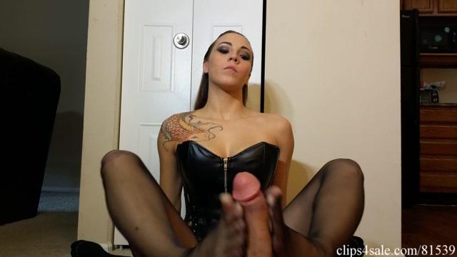 Watch Online Porn – Bratty Babes Own You – Undercover Dominatrix Sasha Foxxx Footjob (WMV, FullHD, 1920×1080)