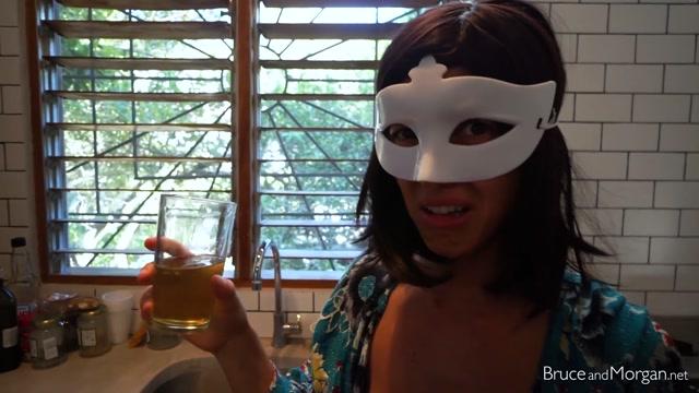Watch Online Porn – BruceAndMorgan presents 19.05.08 quickie 3 morgan drinks her glass (MP4, FullHD, 1920×1080)