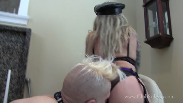 Watch Online Porn – Club Stiletto FemDom – Pits and Spit for Junior. Starring Miss Muscle (MP4, FullHD, 1920×1080)