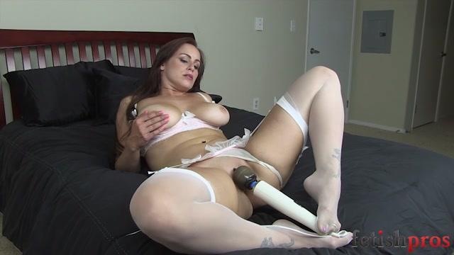 FetishPros_presents_101-04_Bella_Rossi_Foot_Tease_Masturbation.mp4.00008.jpg