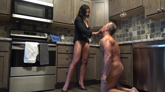 Watch Online Porn – Goddess Zephy – Abuse of Power locked in chastity (MP4, FullHD, 1920×1080)