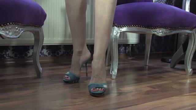 Watch Online Porn – Lady Victoria Valente – Second Foot Fetish (MP4, HD, 1280×720)