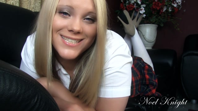 ManyVids_presents_Miss_Noel_Knight_-_Daddy_Is_an_Ass_Kisser_1080p.mp4.00005.jpg