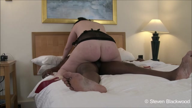 ManyVids_presents_b1ackwood_-_PA_Interviewed_in_hotel_room.mp4.00009.jpg