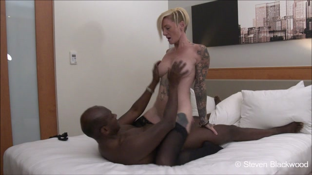 Watch Online Porn – ManyVids presents b1ackwood – Sexy inked blonde MILF gets fucked (MP4, HD, 1280×720)
