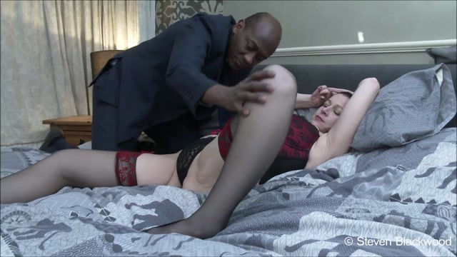 ManyVids_presents_b1ackwood_-_Squirting_MILF_fucked_in_all_her_holes.mp4.00000.jpg