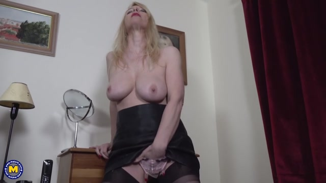 Mature.nl_presents_Lucy_Gresty__EU___51_.mp4.00005.jpg