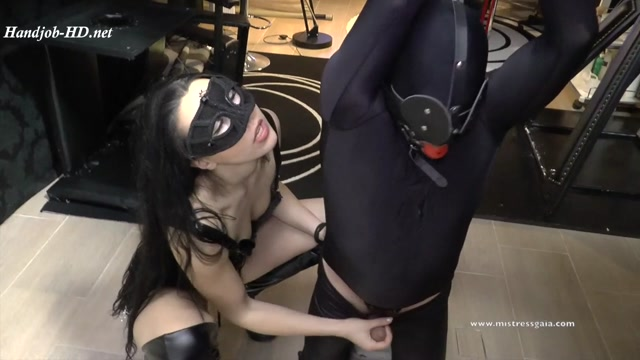 Watch Online Porn – Mistress Gaia – Pole Kneeling (MP4, HD, 1280×720)