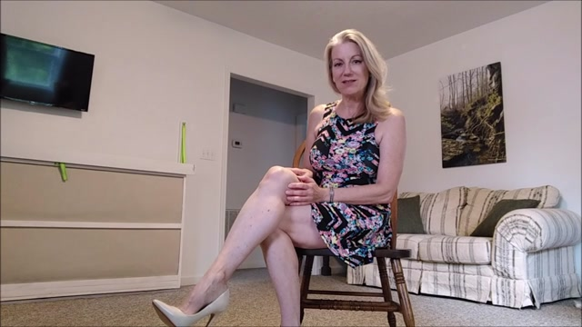 Morina_-_Mommy_Makes_Masturbation_Memorable.mp4.00003.jpg