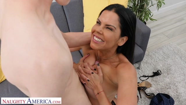 NaughtyAmerica_-_WatchYourMom_presents_Diamond_Kitty___16.06.2019.mp4.00015.jpg
