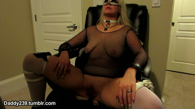 Watch Online Porn – SlaveBC in 50 Blonde Slave gets first Clothespin Zipper (MP4, FullHD, 1920×1080)