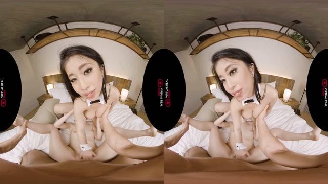 Virtualrealporn_presents_Hidden_threesome_-_Chloe_Cherry__Jade_Kush_5K.mp4.00013.jpg