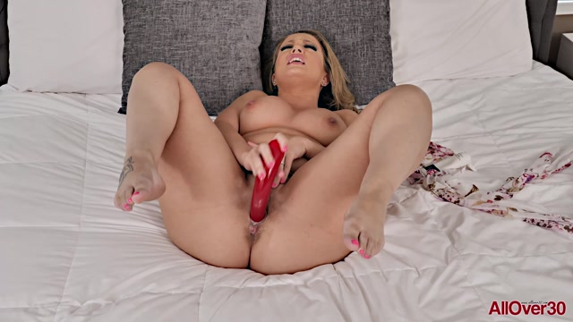 Watch Free Porno Online – Allover30 presents Carmen Valentina 32 years old Ladies With Toys – 26.07.2019 (MP4, FullHD, 1920×1080)