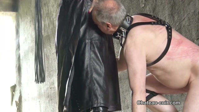 Watch Online Porn – Chateau-Cuir – Outdoor leather Mistress worship. Starring Fetish Liza (MP4, HD, 1280×720)