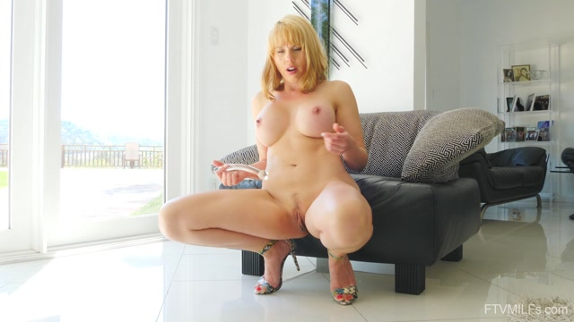 FTVMilfs_presents_Amber_in_A_Blonde_Vision_-_Bright___Bubbly___02.07.2019.mp4.00006.jpg