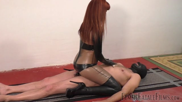Watch Online Porn – Femme Fatale Films – Smothering Him In Latex – Super HD – Complete Fim. Starring Miss Zoe (MP4, HD, 1280×720)