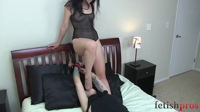 FetishPros_presents_115-01-Missy_Minks_Foot_Worship_and_Tickle_Play_with_Juliette_March.mp4.00014.jpg