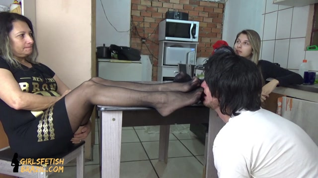 Watch Online Porn – GIRLS FETISH BRAZIL – Punishing the son for having smelled the feet hidden under the table # FULL HD (MP4, FullHD, 1920×1080)