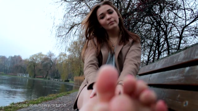 Watch Online Porn – ManyVids presents Amateur Girls Feet From Poland – KNEE SOCKS _ SMELLY FEET! (MP4, HD, 1280×720)
