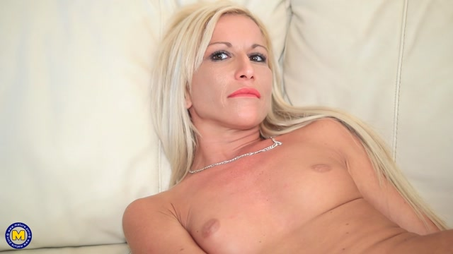 Mature.nl_presents_BlackBlondie__33_.mp4.00013.jpg