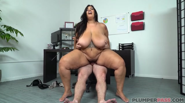 Plumperpass_presents_Sofia_Rose_in_Dickin_The_Boss_-_19.07.2019.mp4.00011.jpg