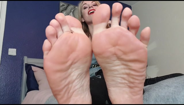Watch Online Porn – Queengf90 – Boot Removal Sweaty Smelly Feet JOI CEI (MP4, FullHD, 1904×1088)