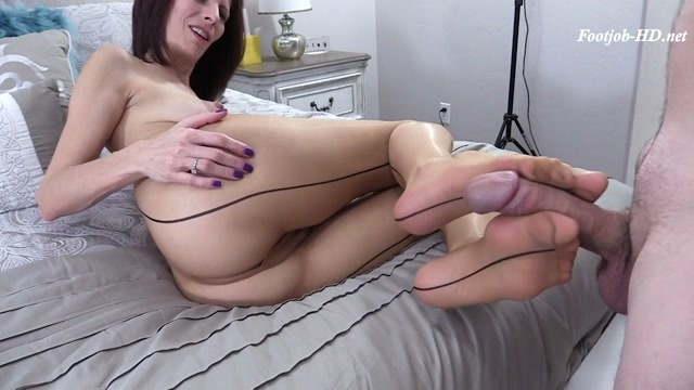 Watch Online Porn – Sexiest Seamed Pantyhose Footjob – Arches, Toes, Heels, Soles (MP4, HD, 1280×720)