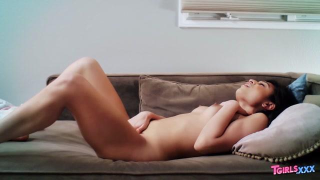Watch Online Porn – TGirls.xxx presents Valentina Mia Toys Her Sexy Ass! – 22.07.2019 (MP4, HD, 1280×720)
