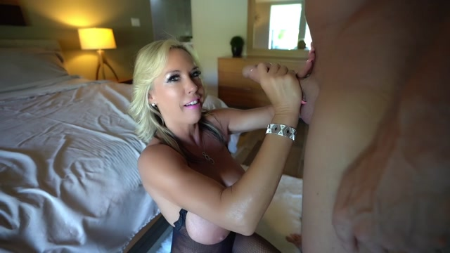 WifeysWorld_presents_Sandra_Otterson_in_Look_Ma_-_No_Hands____03.07.2019.mp4.00001.jpg