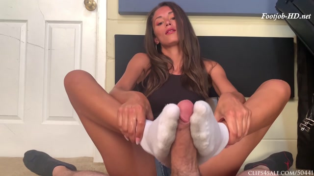 Watch Online Porn – Ari Parker Dirty Sock Footjob – Bratty Babes Own You (MP4, FullHD, 1920×1080)