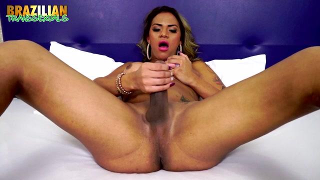 Watch Online Porn – Brazilian-transsexuals presents Sexy TS Doll Alexia Rios New Solo – 15.08.2019 (MP4, HD, 1280×720)