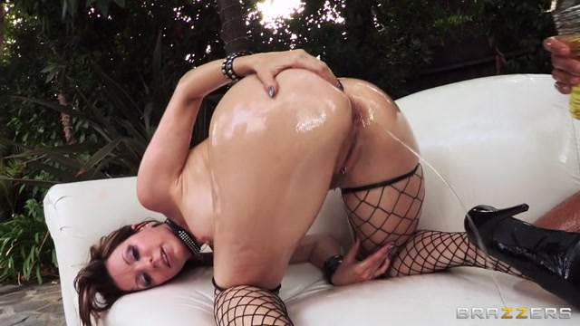 Watch Online Porn – Brazzers presents Courtney Cummz & Mick Blue in Get In That Booty! (MP4, SD, 854×480)