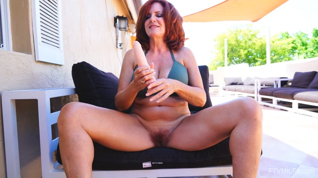 FTVMilfs_presents_Izzy_Lush_in_Gorgeous_RedHead_-_Fun_In_Florida_4_-_13.08.2019.mp4.00005.jpg