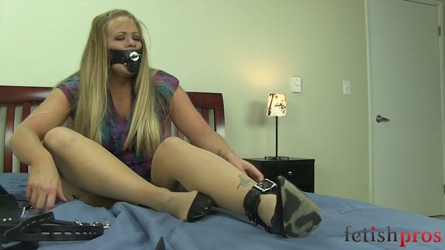 FetishPros_presents_121-02-Holly_Heart-Belt_Bondage_Escape_Challenge.mp4.00011.jpg