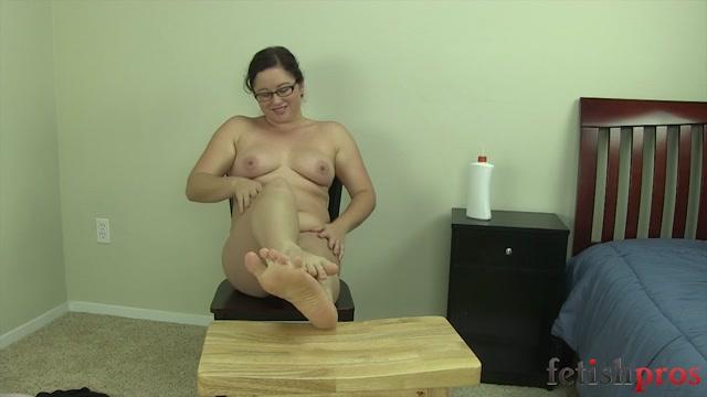 Watch Online Porn – FetishPros presents 121-10-Alexxa Bound-Foot Tease (MP4, HD, 1280×720)