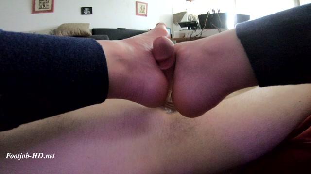 Watch Online Porn – Foxy Sanie Footjob Redhead (MP4, FullHD, 1920×1080)