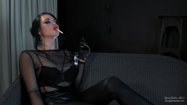Watch Online Porn – Goddess Kim – Smoking Goddess Worship (MP4, FullHD, 1920×1080)