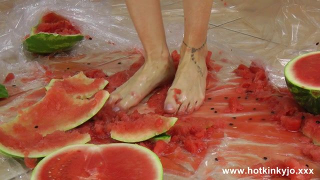 HotKinkyJo_-_Watermelon_crushing_and_anal_fisting_fun.mp4.00002.jpg