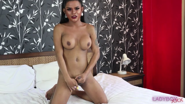Ladyboy.xxx_presents_Sexual_And_Lovely_Opor____23.08.2019.mp4.00007.jpg