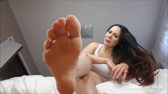 Watch Online Porn – Madison Stone – Low Life Under My feet (MP4, FullHD, 1920×1080)