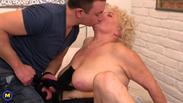 Mature.nl_presents_Lana_C.__69__-_Naughty_mature_BBW_doing_younger_men_in_her_free_time.mp4.00002.jpg