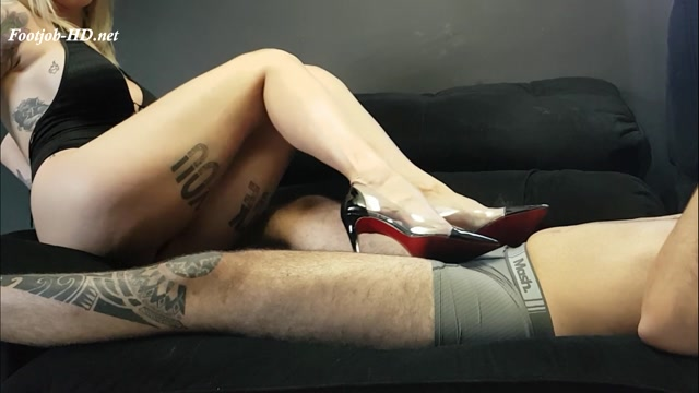 Watch Online Porn – Sexy Blonde With French Toe Nails – Jhonn – Womens Feet (MP4, FullHD, 1920×1080)