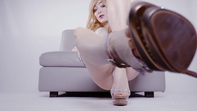 Watch Online Porn – Theonlytheodora – Theodora – Feet Love Addiction POV (MP4, FullHD, 1920×1080)
