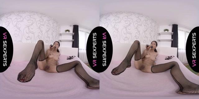 VRSexperts_presents_Eine_Video_Fur_Dich_-_Sexy_in_Black_original.mp4.00011.jpg