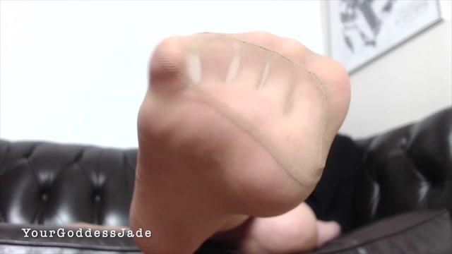 Watch Online Porn – Your Goddess Jade – Feet in Nylon Worship (MP4, FullHD, 1920×1080)
