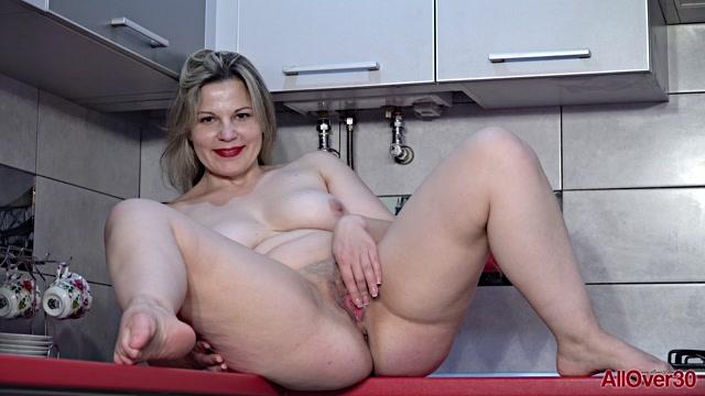 Watch Online Porn – Allover30 presents Ellariya Rose 40 years old Mature Pleasure – 07.09.2019 (MP4, FullHD, 1920×1080)