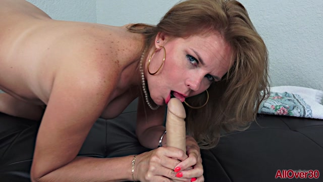 Allover30_presents_Micky_Lynn_46_years_old_Ladies_With_Toys___24.08.2019.mp4.00004.jpg